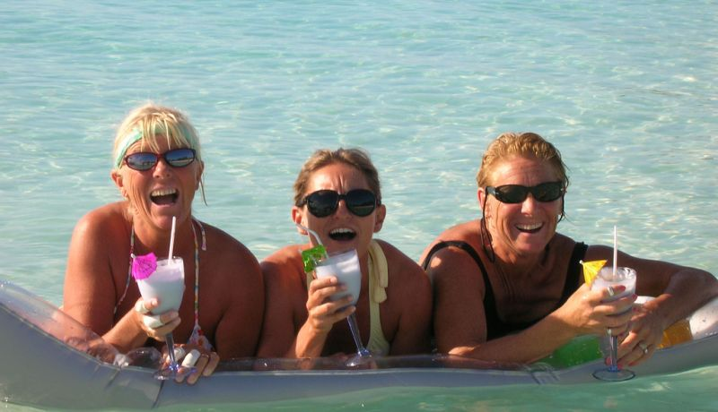 Blog | 4 booze-filled activities for holiday beaching | caribbeantravel.com