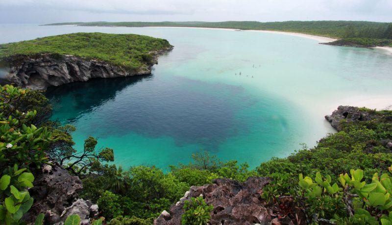 Blog | Nassau or the Out Islands? Take the blue hole challenge | caribbeantravel.com