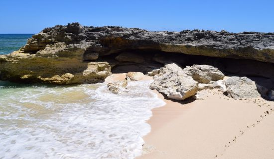 Blog | Shoreline caves and hidden beaches in Central Eleuthera | MYOUTISLANDS.COM