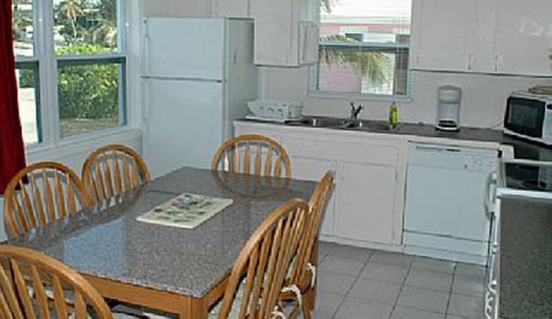 Pelican Beach Villas    myoutislands.com